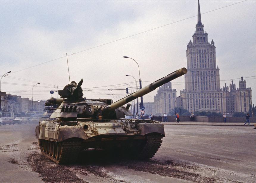 19 sierpnia 1991 r. Moskwa, Rosja. Czołgi na ulicach Moskwy.