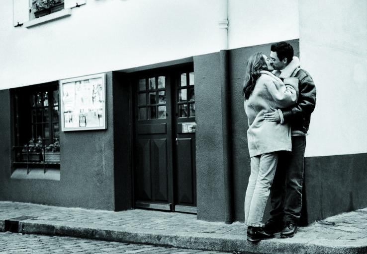 zakochana para, miłość, pocałunek