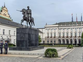 Stołeczny konserwator zabytków już nie zablokuje budowy pomników smoleńskich