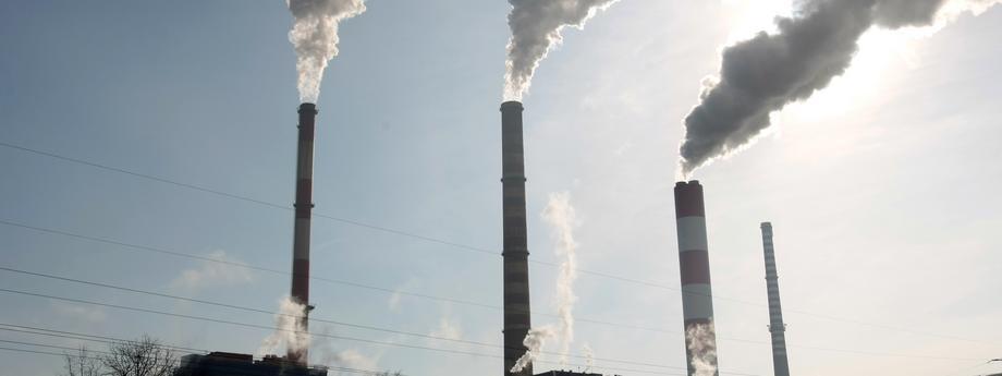 Z raportów Światowej Organizacji Zdrowia (WHO) wynika, że długotrwałe wdychanie pyłu PM2,5 skutkuje skróceniem średniej długości życia Fot. Leszek Szymański/PAP