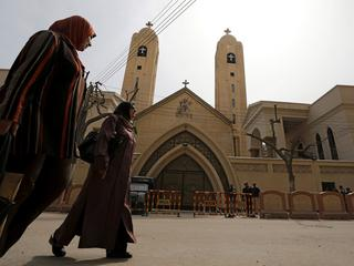 Egipscy chrześcijanie giną od bomb w świątyniach i z rąk sąsiadów. Ale świat się o nich nie upomina