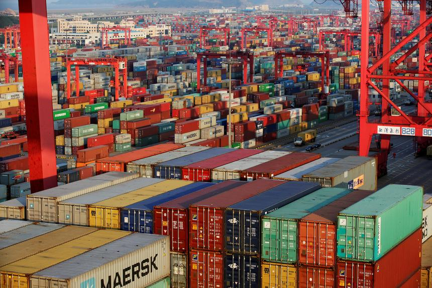 Składowisko kontenerów w Strefie Wolnego Handlu w Szanghaju