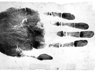 Rewolucję w kryminalistyce zapoczątkowały odciski palców