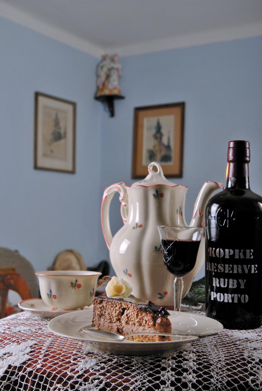 Słynna trójca win słodkich - tokaj, sherry, porto - obowiązkowo powinna pojawić się na świątecznym stole wraz z deserami.
