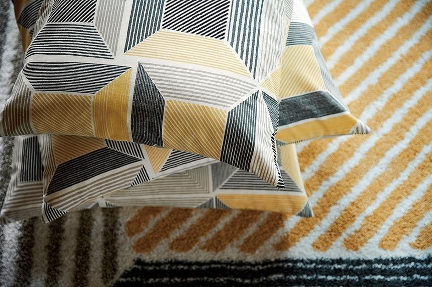 Geometryczne wzory nadal są modne. Tak samo jak przygaszone kolory jesieni (www.ikea.com).