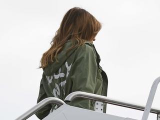 Strój Melanii Trump wywołał emocje nie mniejsze, niż gdyby wystąpiła publicznie nago