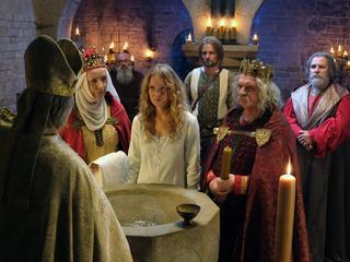 """""""Korona królów"""" zbiera cięgi. Krytycznie o serialu wyraził się nawet wiceminister"""