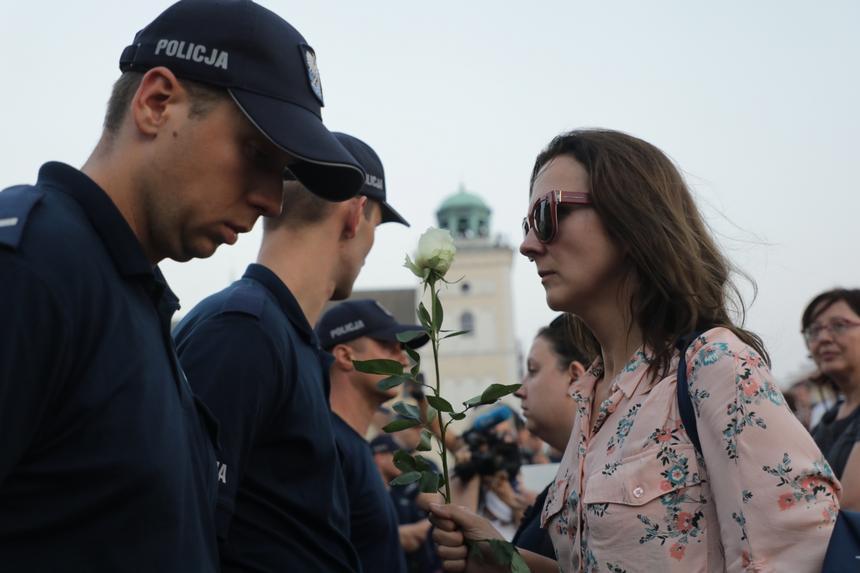 Uczestnicy kontrmanifestacji podczas miesięcznicy smoleńskiej