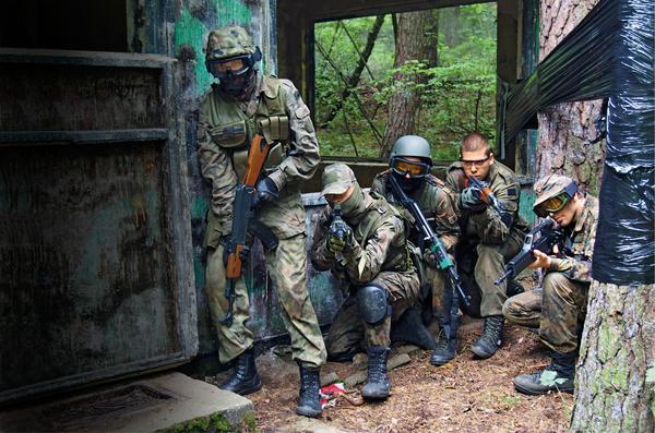 żołnierze, obóz militarny