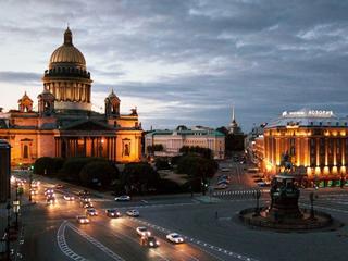Kierowcy w Petersburgu zostali taksówkarzami. Rozwożą mieszkańców za darmo