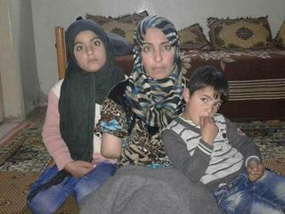 W bombardowaniu Aleppo straciła zdrowie i dzieci. Możesz jej pomóc