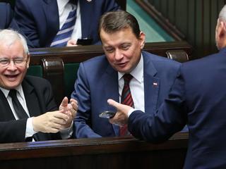 PiS zostawia opozycję daleko w tyle. Najnowszy sondaż