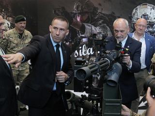 """""""Polska armia jest zakładnikiem jednego człowieka"""". Dlaczego byli generałowie przerwali milczenie?"""