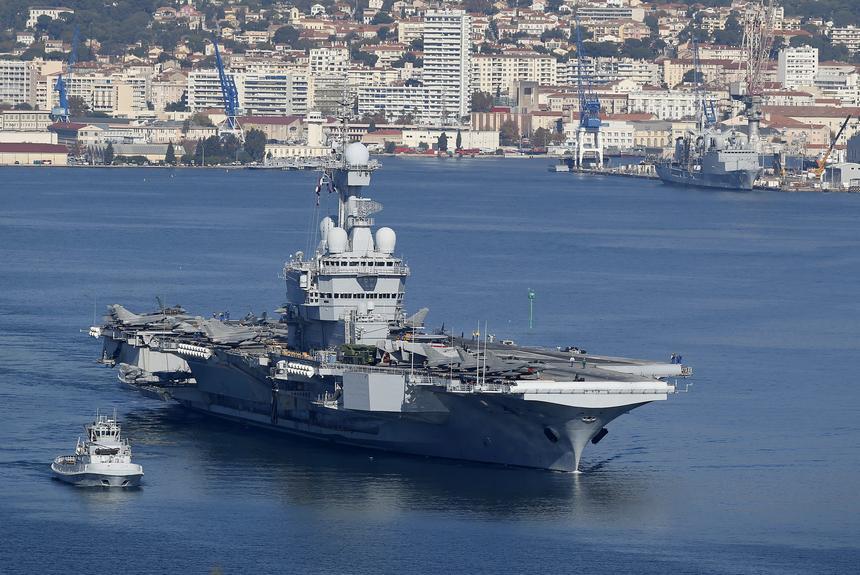 Francuski lotniskowiec Charles De Gaulle został wysłany na Bliski Wschód do walki z ISIS