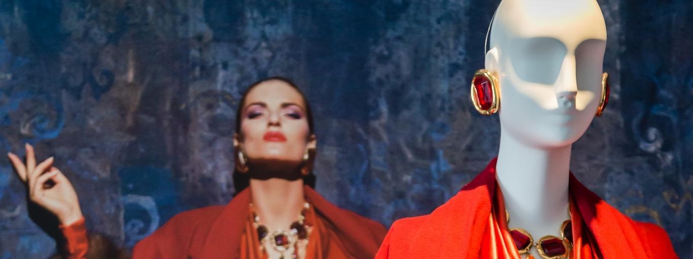 Exposition Hubert de Givenchy, par la Cit de la Dentelle et de la Mode de Calais