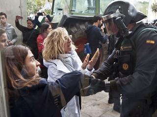 Katalończycy strajkują przeciwko brutalnej reakcji policji podczas referendum