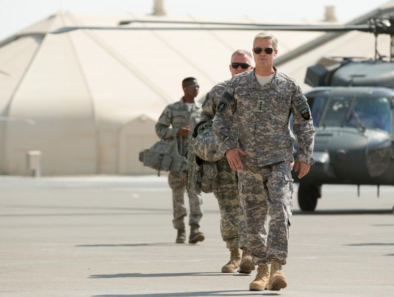 """Brad Pitt jako generał Stanley McChrystal w filmie """"Machina Wojenna"""""""