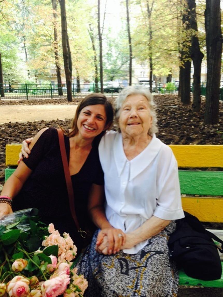 """Luba Winogradowa z żyjącą wciąż """"Nocną Wiedźmą"""" Eleną Kulkową. Nawigatorka ma dziś 95 lat."""