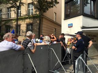 Protestujący pod Sejmem