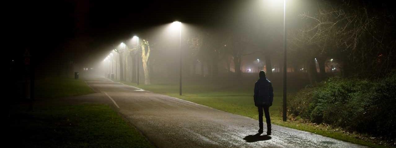 Park ciemną nocą