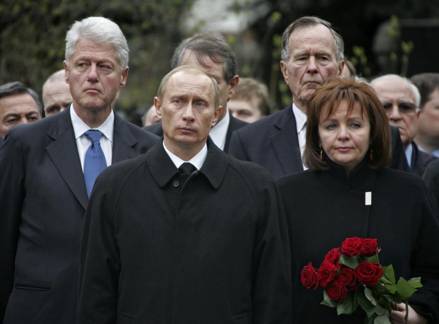25 kwietnia 2007 r. Bill Clinton, Władimir Putin i była żona Putina Ludmiła na pogrzebie Borysa Jelcyna.