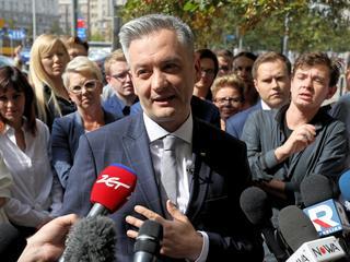 Sondaż: Biedroń zabiera głosy PO, ale są też reperkusje dla PiS