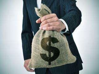 Brudne pieniądze z Rosji prane w Polsce. Do kogo?
