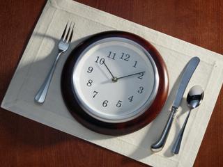 """""""Zdrowa dieta"""" ośmiogodzinna - obalamy mity"""