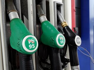 Sejm uchwalił opłatę emisyjną. Benzyna zdrożeje?