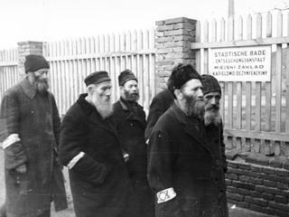 Stosunki polsko żydowskie? Część Polaków zachowała się przyzwoicie, część tak sobie, a część...