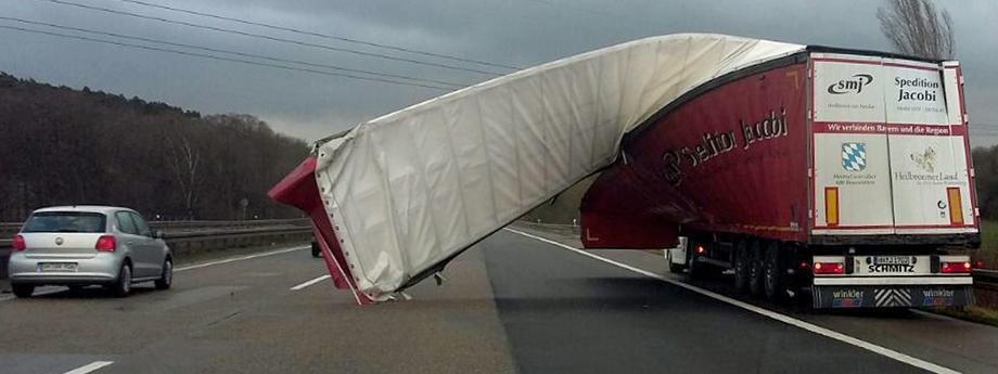 Orkan Fryderyka wieje nawet 200km/h.