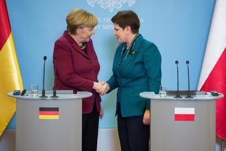 """Polacy """"kupili"""" opowieść, że UE jest opanowana przez Niemcy"""