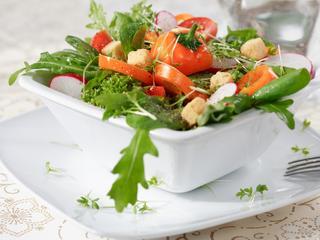 Szybkie, tanie i zdrowe sałatki bankietowe