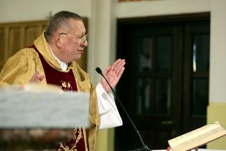 Biskupi potępiają nacjonalizm, ale niektórzy księża nic sobie z tego nie robią