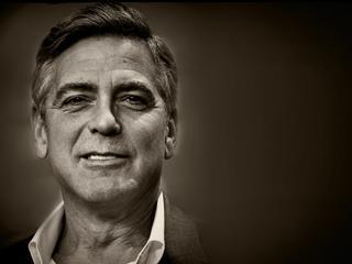 George Clooney kontra Ameryka. Zebrał miliony dla ofiar z Darfuru, teraz karci Amerykę za rasizm