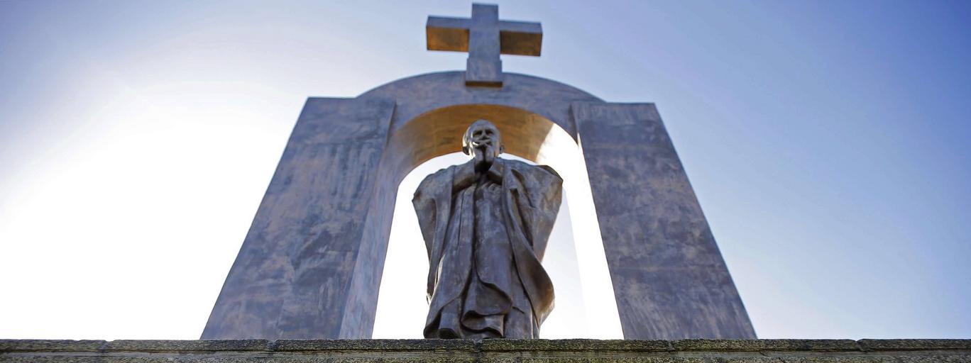 pomnik w Ploermel, Jan Paweł II, Francja