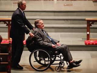 George H. W. Bush trafił do szpitala