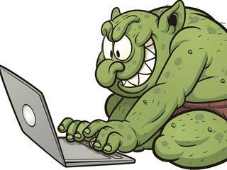 Raport: PiS opłaca internetowych trolli, by siali propagandę