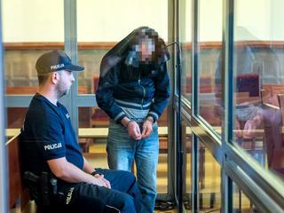 Morderca i seryjny gwałciciel mężczyzn staje przed sądem