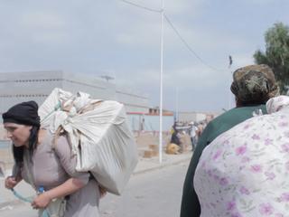 """Kobiety """"mulice"""". Za 3 dolary dziennie na własnych plecach przenoszą 80 kg pakunki"""