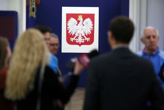 Nowe symbole narodowe: pozłacane godło i krzyż