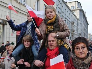 Manipulacja narodowców. Chcieli pokazać rodzinę na Marszu Niepodległości, ale popełnili błąd