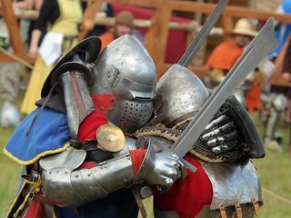 Krzyżacy znowu pokonani. Kim są współcześni rycerze?