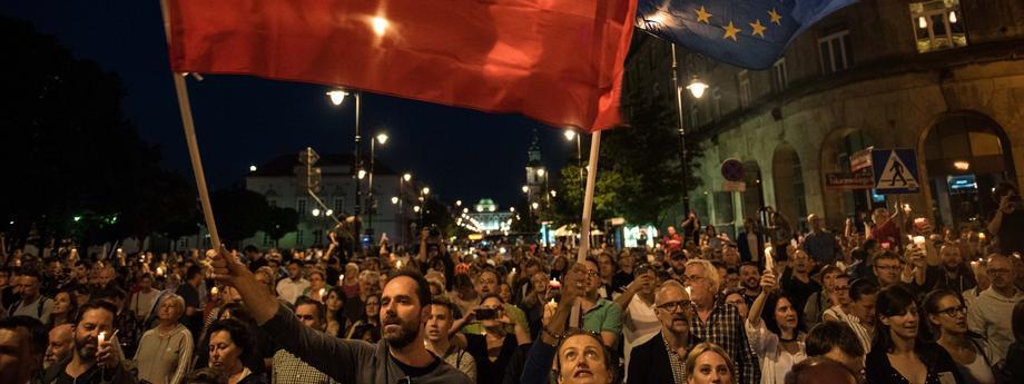 Lancuch swiatla pod Palacem Prezydenckim przeciwko ustawie o Sadzie Najwyzszym