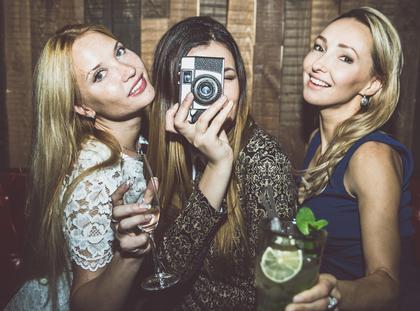 Dziewczyna kobieta przyjaźń przyjaciółki selfie