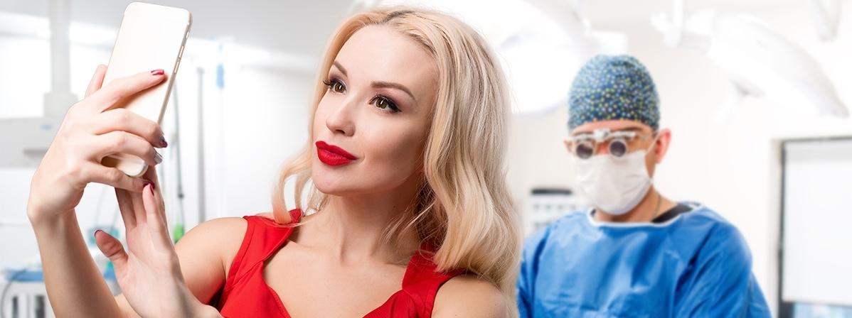 Coraz więcej osób robi sobie operacje plastyczne, by jak najlepiej wyglądać na selfie