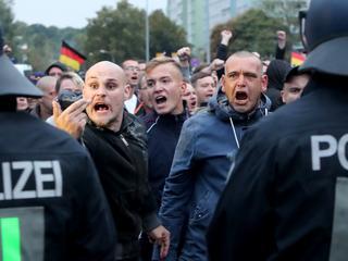 Niemcy w politycznym chaosie. Z powodu uchodźców, neonazistów i zjednoczenia kraju