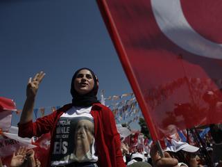 Wybory w Turcji: sułtan ucieka przedwilczycą