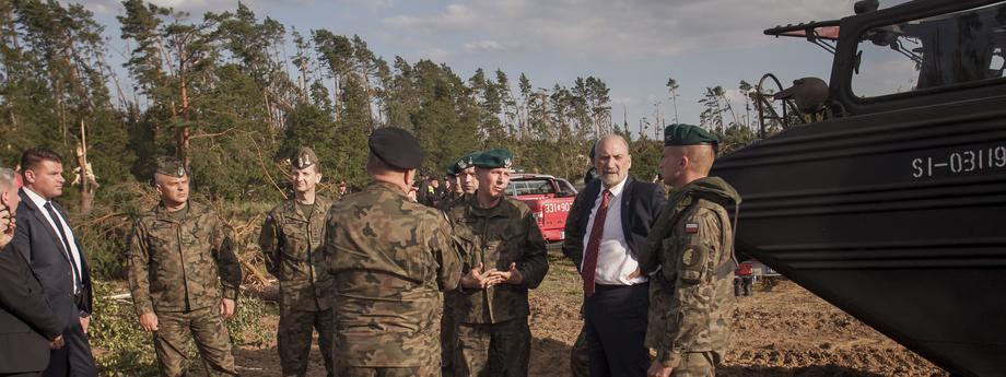 Antoni Macierewicz wizytuje prace wojska w Konigorcie