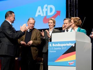 Chcieli strzelać do uchodźców. Dziś są drugą siłą w Bundestagu